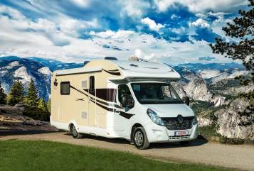 Hire a motorhome in Bispingen from private owners  Ahorn HeidjerMobil