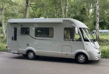 Hire a motorhome in Leipzig from private owners| Hymer Holly