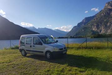 Hire a motorhome in Freiburg im Breisgau from private owners| Renault Carlos