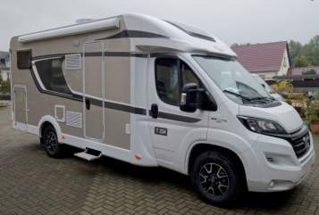 Hire a motorhome in Ahaus from private owners| Carado die Hoppetosse