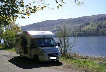 Hire a motorhome in Allershausen from private owners| Bürstner Toms Hütte