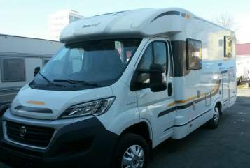Hire a motorhome in Berlin from private owners| Sun Living S 42 SL mit Markise, SAT, Navi, Fahrradträger  Emma