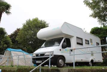 Hire a motorhome in Köln from private owners| Pilote Kölsche Jeck