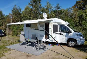 Hire a motorhome in Lissendorf from private owners| Carado Heidi