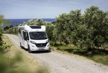 Hire a motorhome in Gera from private owners| Carado Carado T448