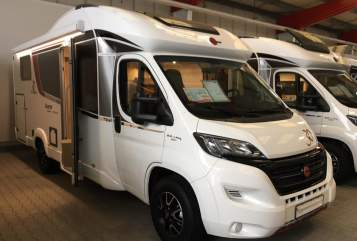 Hire a motorhome in Fröndenberg/Ruhr from private owners| Bürstner Camper Fellnase