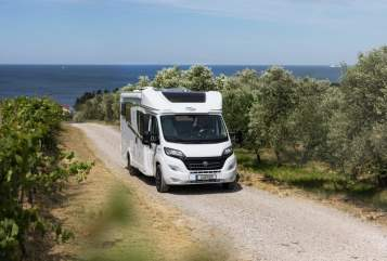 Hire a motorhome in Ettlingen from private owners| Capron Caradomobil