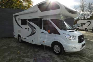 Hire a motorhome in Mühlenbecker Land from private owners| Chausson Sparky