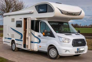 Hire a motorhome in Grevenbroich from private owners| Chausson FamilienTraum