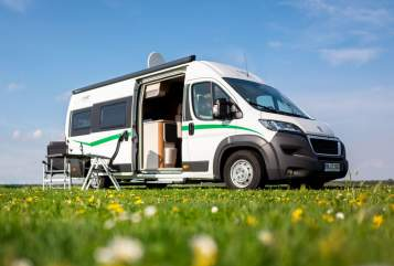 Hire a motorhome in Mülheim an der Ruhr from private owners| VanTourer CountryCamper 2