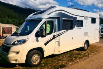 Hire a motorhome in Emmering from private owners| Sunlight Sunny