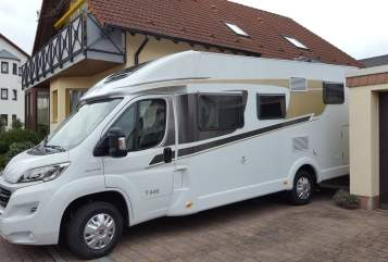 Hire a motorhome in Böhl-Iggelheim from private owners| Carado Rudi