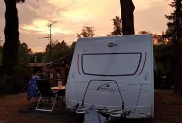 Hire a motorhome in Oldenburg from private owners| Bürstner Neuer Familiencamper mit 7 Schlafplätzen besonders für große Leute