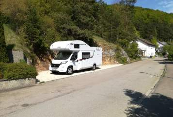 Hire a motorhome in Schelklingen from private owners| LMC MiKu 1