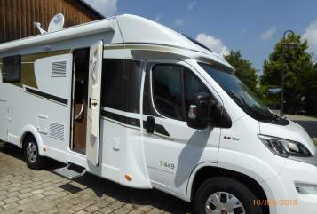 Hire a motorhome in Puchheim from private owners| Carado Fellnasenmobile