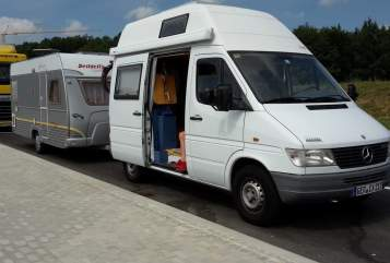 Hire a motorhome in Hatzenbühl from private owners| Mercedes Rungi