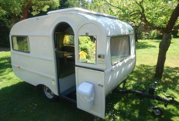 Hire a motorhome in Berlin from private owners| ISOKO QEK Junior // DDR