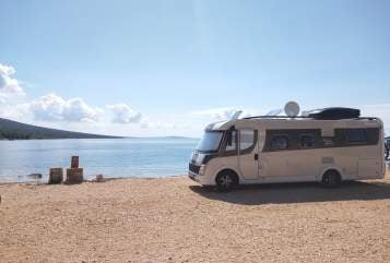Hire a motorhome in Hamburg from private owners| Detleffs BlackMagicEdit