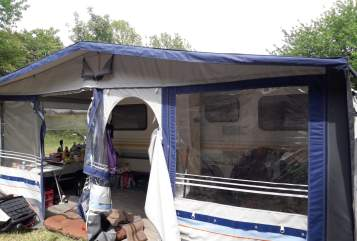 Hire a motorhome in Sinsheim from private owners| Knaus Treuer Begleiter