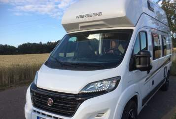 Hire a motorhome in Kassel from private owners| Weinsberg LuckyCamper