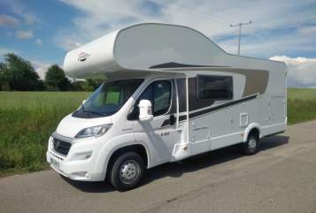 Hire a motorhome in Burglengenfeld from private owners| Carado Carado A464 mit Standklimaanlage