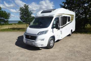 Hire a motorhome in Hartmannsdorf bei Kirchberg from private owners| Carado Kolumbus