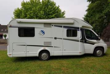 Hire a motorhome in Beckingen from private owners| Knaus Skywave