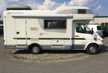 Hire a motorhome in Hamburg from private owners| Karmann Baba Pirella