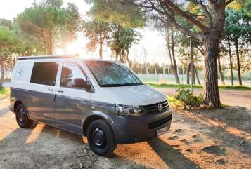 Hire a motorhome in Fluorn-Winzeln from private owners  Volkswagen VW T5  Bulli