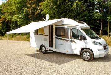 Hire a motorhome in Sonsbeck from private owners| Carado Carado T348