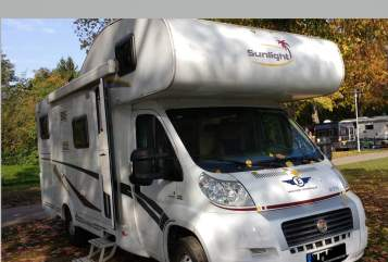 Hire a motorhome in Rheinbach from private owners| Sunlight Waka