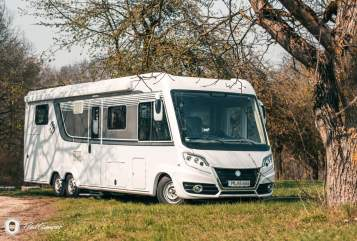Hire a motorhome in Berlin from private owners| Knaus Unser Planwagen