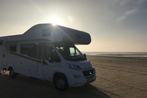 Hire a motorhome in Erlangen from private owners| Carado Filo