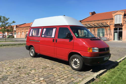 Hire a motorhome in Berlin from private owners  Volkswagen Berliner