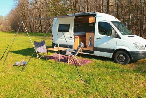 Hire a motorhome in Leipzig from private owners| Mercedes - Benz LazyDays