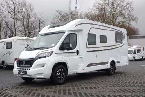 Hire a motorhome in Stolberg from private owners| Etrusco Hundemobil