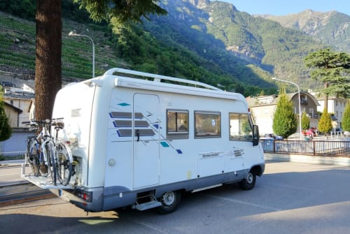 Hire a motorhome in Schmalkalden from private owners| Hymer, Mercedes Benz, Diesel Kumo