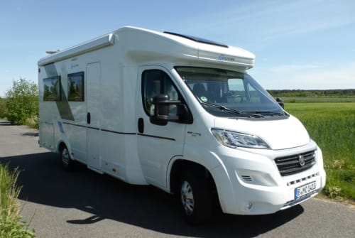 Hire a motorhome in Berlin from private owners| Fiat Ducato 2,3 Liter SunLiving S70DF