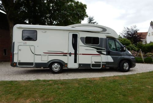 Hire a motorhome in Purmer from private owners| Fiat Ducato Matrix d. grijs