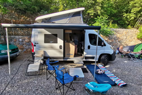 Hire a motorhome in Köln from private owners| Clever Platzwunder 540