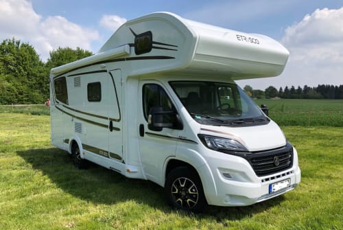 Hire a motorhome in Erding from private owners| Etrusco Bella