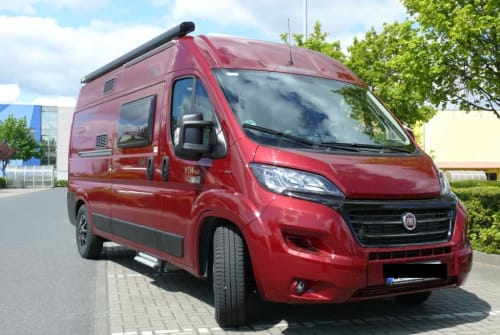 Hire a motorhome in Berlin from private owners| Fiat Ducato Vany mit Hund