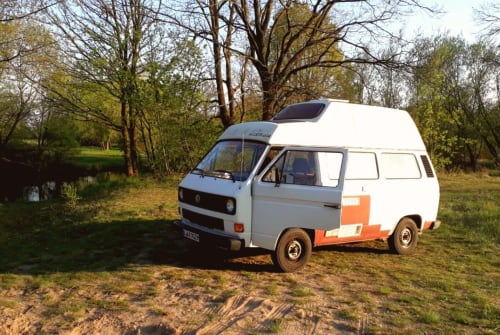 Hire a motorhome in Berlin from private owners| VW Schorschi