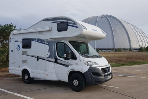 Hire a motorhome in Steinbach-Hallenberg from private owners| Knaus CAMPI