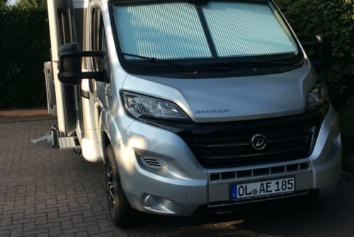 Hire a motorhome in Oldenburg from private owners| Dethleffs Dorali