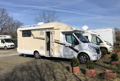 Hire a motorhome in Velbert from private owners| Ahorn Hörnchen