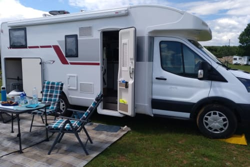 Hire a motorhome in Roes from private owners| Roller Team Emma