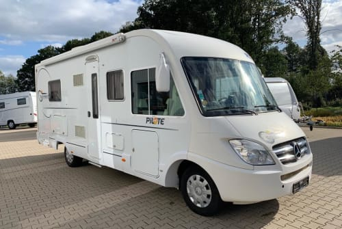 Hire a motorhome in Kreis Hoya from private owners| Mercedes Pilote Mucki