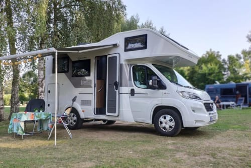 Hire a motorhome in Hamburg from private owners| Sun Living WHITE HIPSTER