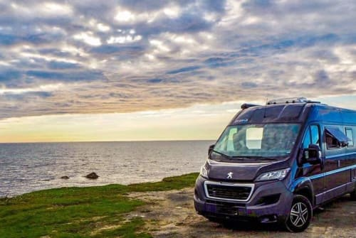 Hire a motorhome in Hamburg from private owners| Bravia BLACKSWAN Trend